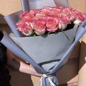 51 розовая роза Джумилия в Бердянске фото