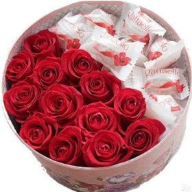 сладкая коробочка цветы и рафаэлло