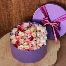 подарок коробка сладкие чувства, цветы и рафаэлло
