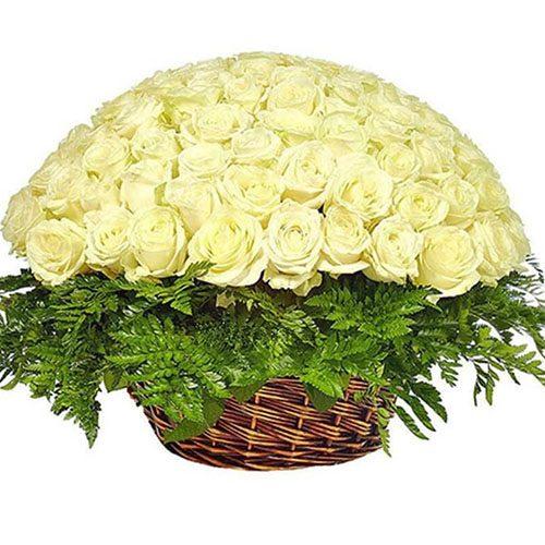 Корзина 101 белая роза фото букета