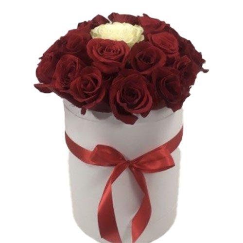 """фото Коробочка 21 роза """"Неповторимая"""""""