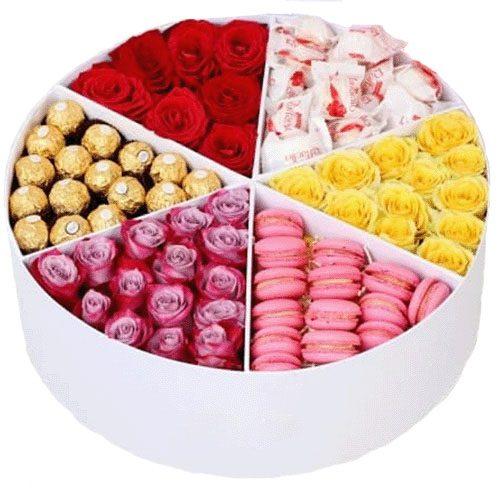 фото Прихоть богача сладости и цветы