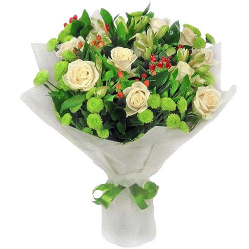 """Букет """"Юная леди"""" розы и зеленые хризантемы"""