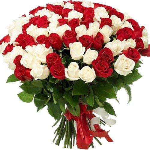букет 101 красная и белая роза