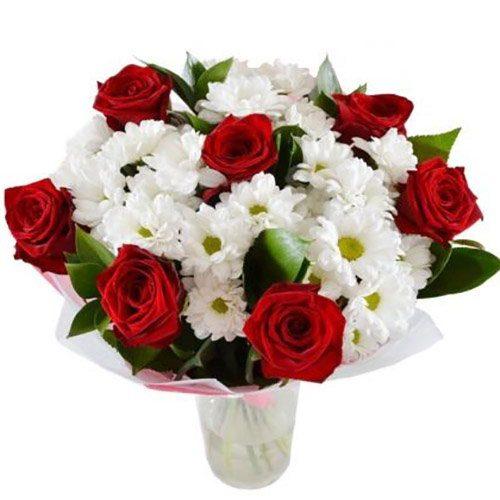 """Букет """"Подарочек"""" красные розы и белые хризантемы"""
