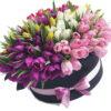 151 тюльпан в шляпной коробке фото