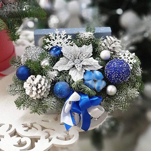 Праздничная композиция в оттенках синего