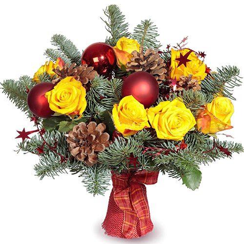 """Букет """"Новогодний фейерверк"""" розы. игрушки, шишки, хвойные ветки"""
