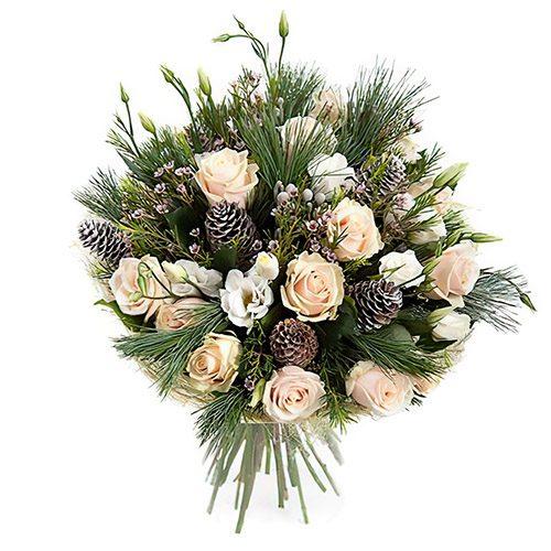 """Букет """"Зимний"""" розы, эустомы, шишки и хвойные ветки"""