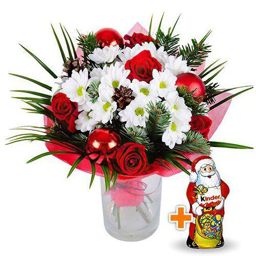 """Букет """"Новогодний подарочек"""" розы, хризантемы, новогодний декор и шоколадный дед мороз"""