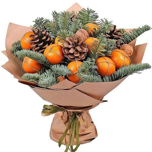 Новогодний букет с мандаринами и хвойными ветками