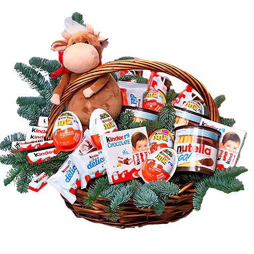 шоколадные сладости, мягкая игрушка в корзине с новогодним оформлением