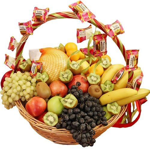 Экзотическая корзина разнообразные фрукты