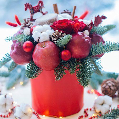 """Шляпная коробка """"Снежный сад"""" яблоки, розы и новогодний декор"""