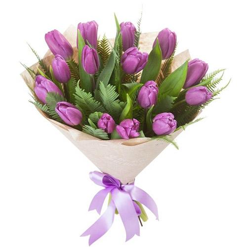 15 фиолетовых тюльпанов с декором фото