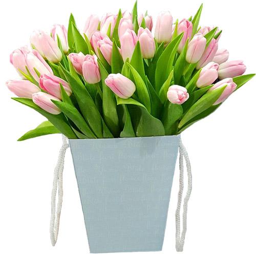 35 нежно-розовых тюльпанов в квадратной коробке фото