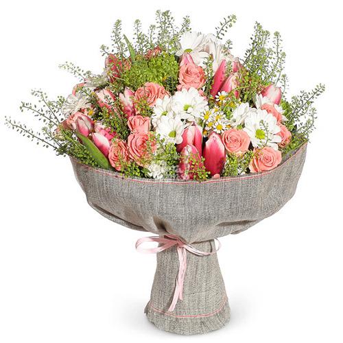 """Букет """"Тайна весны"""" тюльпаны, розы и хризантемы"""