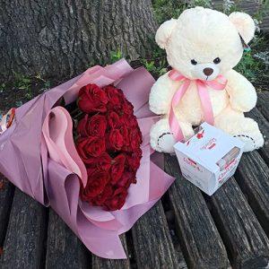 Букет роз, мягкая игрушка и конфеты подарки в Бердянске фото