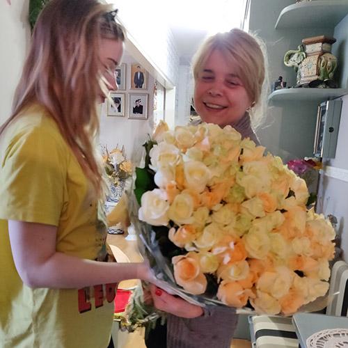 кремовые розы фотоотчёт доставки в Бердянске
