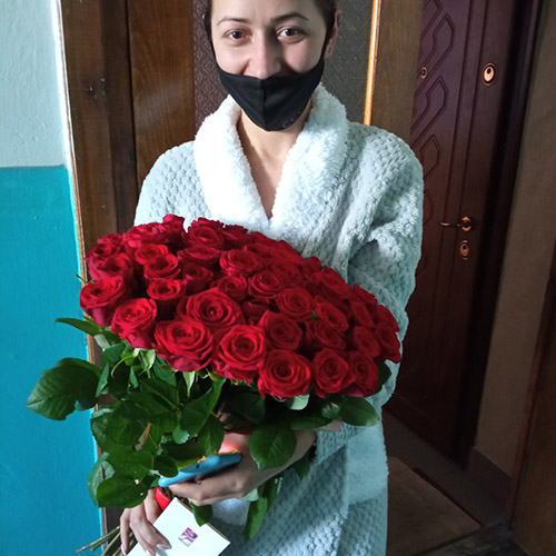 фото доставки букет 51 красная роза