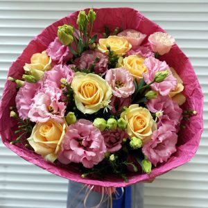 букет из роз и эустом