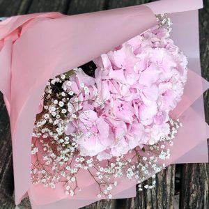 Букет рожева гортензія з гіпсофілою фото
