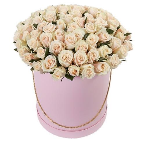 Фото товара 101 кремова троянда в капелюшній коробці