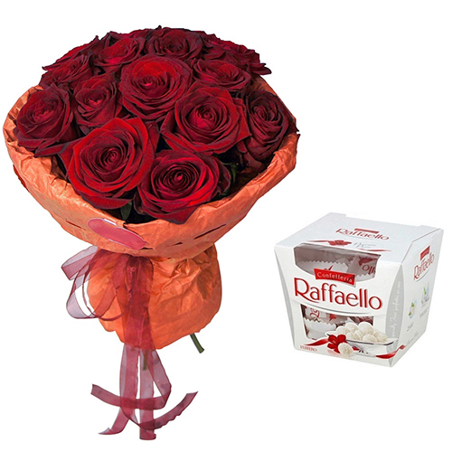 "Фото товара Букет ""Пристрасна троянда"" та Raffaello"