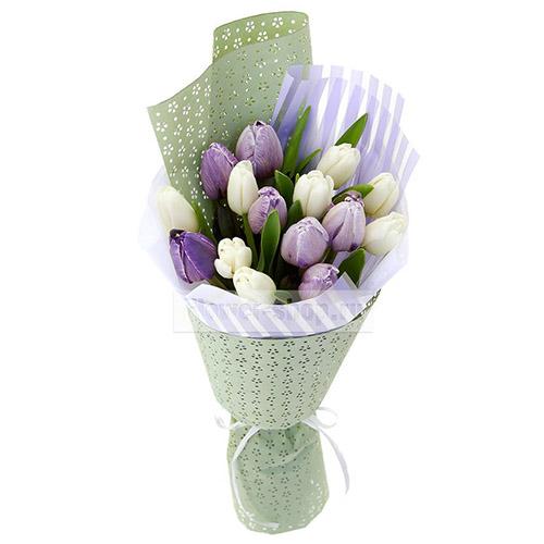 Фото товара 15 біло-фіолетових тюльпанів