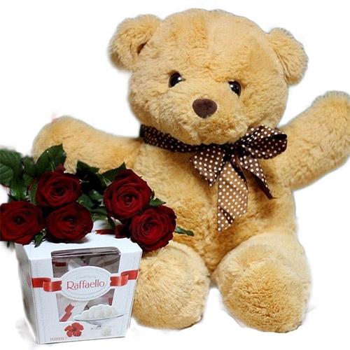 """Фото товара Ведмедик з букетом троянд і """"Raffaello"""""""