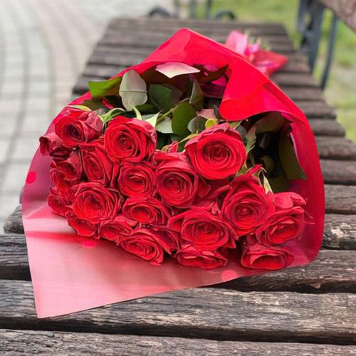 букет из 21 красной розы в Бердянске фото