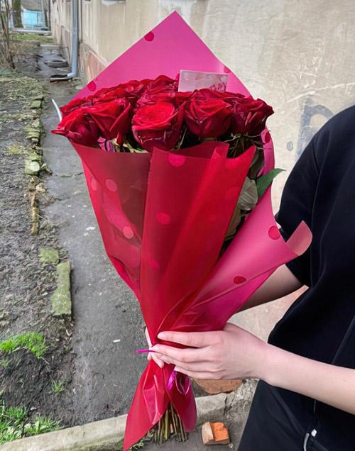букет алых роз фото